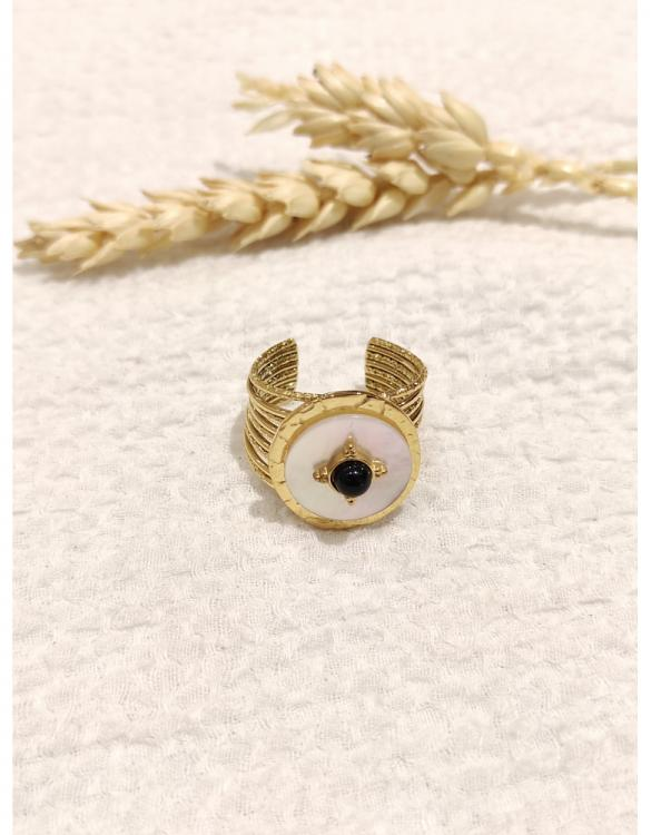 bague-onyx-ronde-avec-une-petite-pierre-verte-doré--2